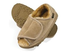 "Australia Men's Unlimited Lined Sheepskin Slippers: ""Old Friend"""